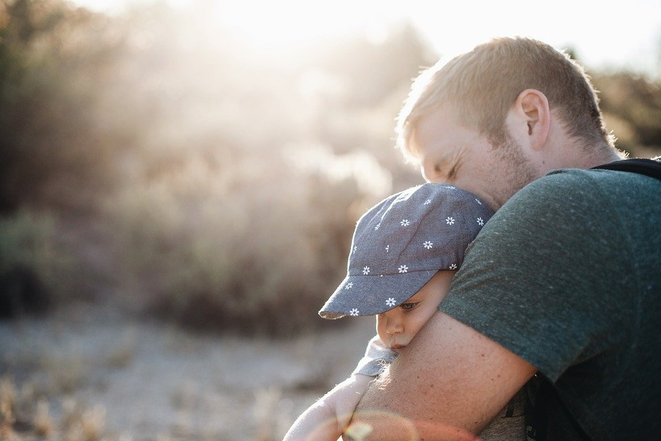 雖然爸爸要3個月之後才會開發出「父愛區」,但如果嬰兒出生的3個月內爸爸還沒有加入,事後想參與就會很困難了。