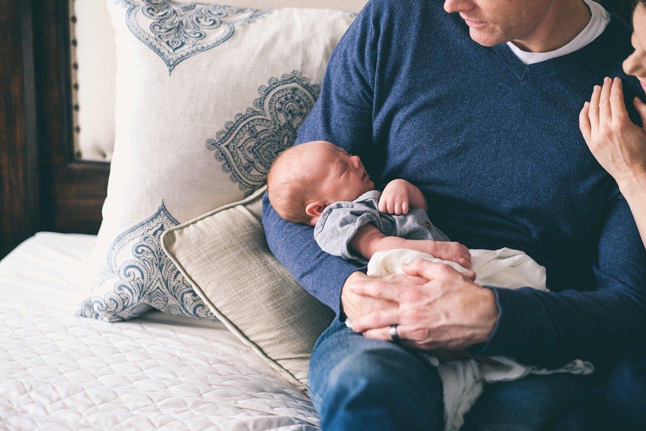 即便孩子出生,男人也要一段時間才能有「當爸爸的自覺」