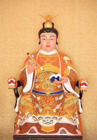 求子偏方:註生娘娘民間俗稱「註生媽」,是台灣普遍信奉的神明,負責掌管生男育女之事。