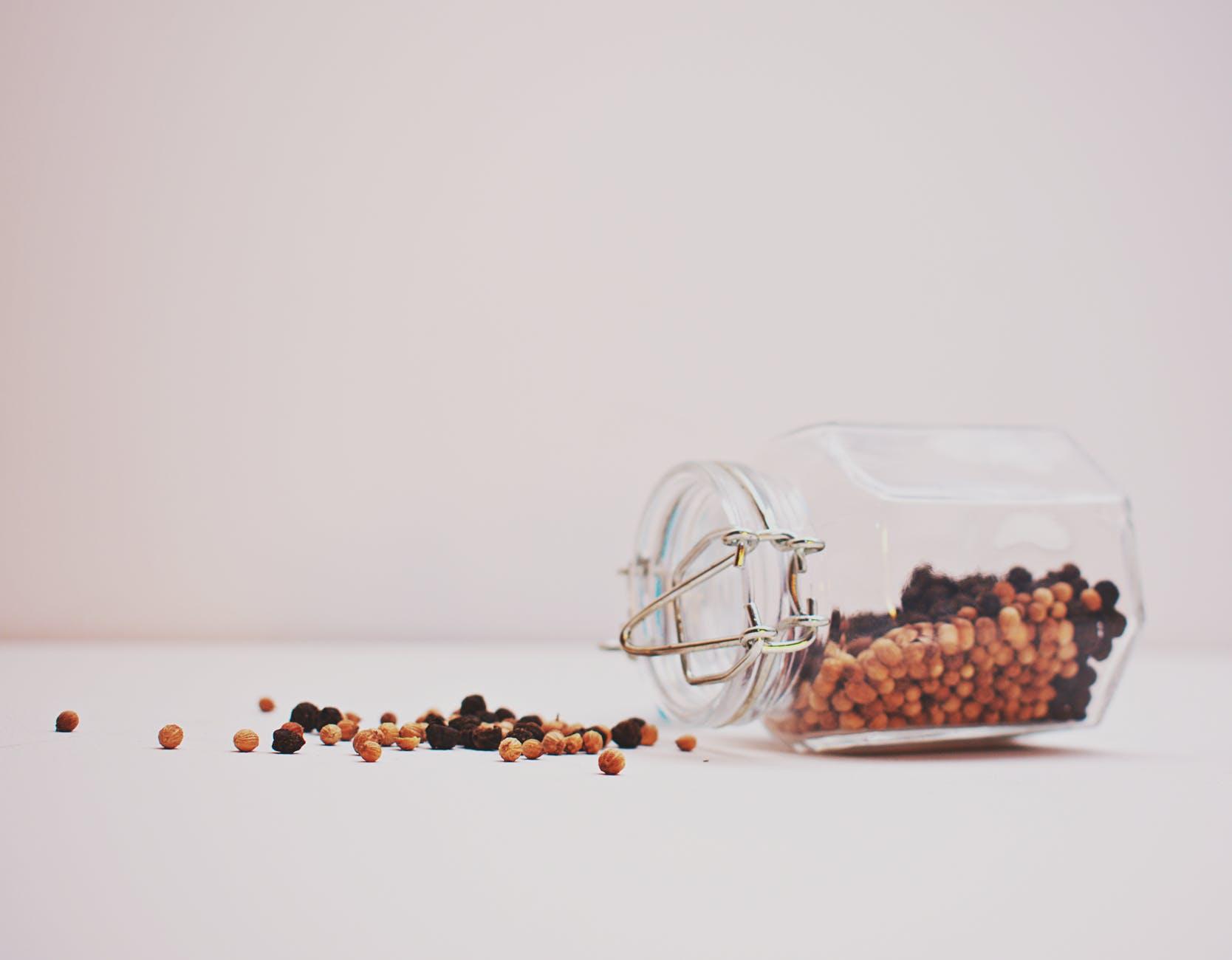 求子偏方:豆子又有播種、生生不息之意,因此將五色豆放在床頭,則有開運、招子的功效。