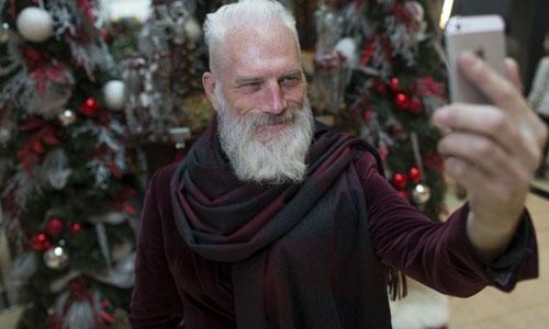 这位圣诞老人可以把自己当礼物吗?史上最帅气的时尚圣诞老公公