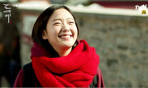 《鬼怪》Tinker Bell小精灵妆容!用红色围巾和桃花淡妆变身池恩倬