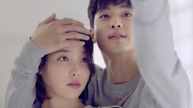 韩剧里的暖男举动大集合!IU新歌〈Ending Scene〉和金秀贤一起放闪